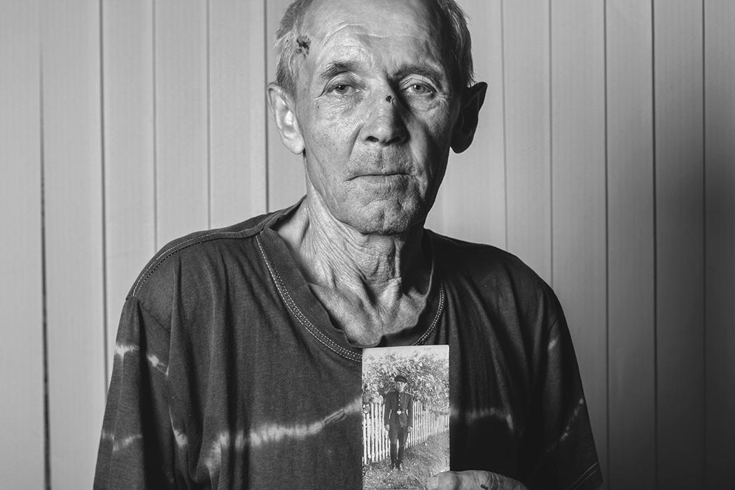 Вадим-Качан-Из-серии-Портрет-с-портретом-снимок-006-