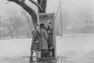 Звонок в другую жизнь. Девочки из д.д. звонят из телефон-автомата. 1988г. Минск