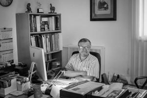 Москва. Андрей Иванович Баскаков в своем кабинете в Союзе фотохудожников России. 2012год
