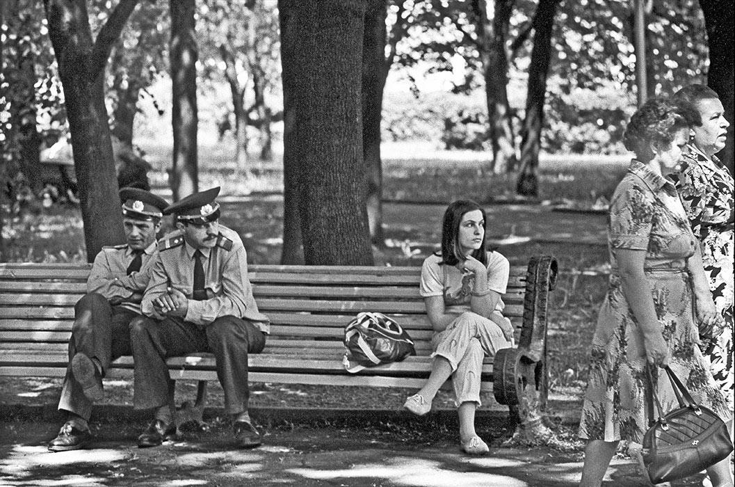 На лавочке в парке Горького. Минск 1986год