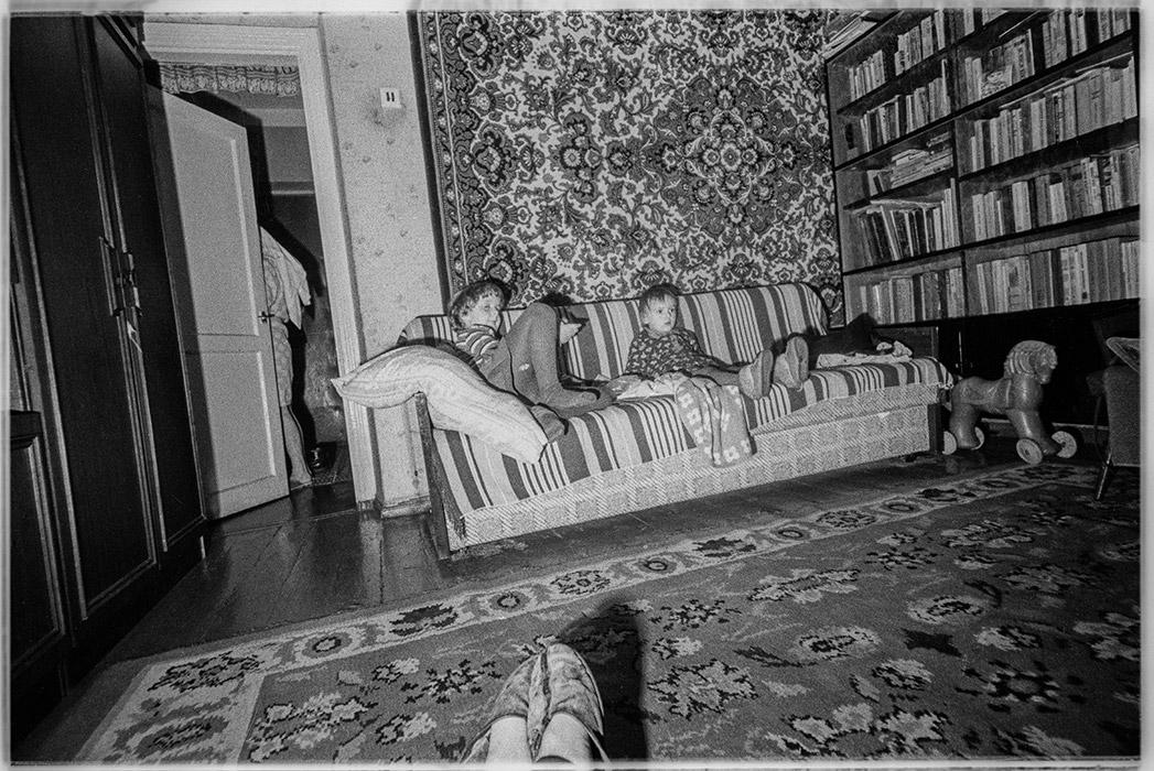 У телевизора. 1987год Минск