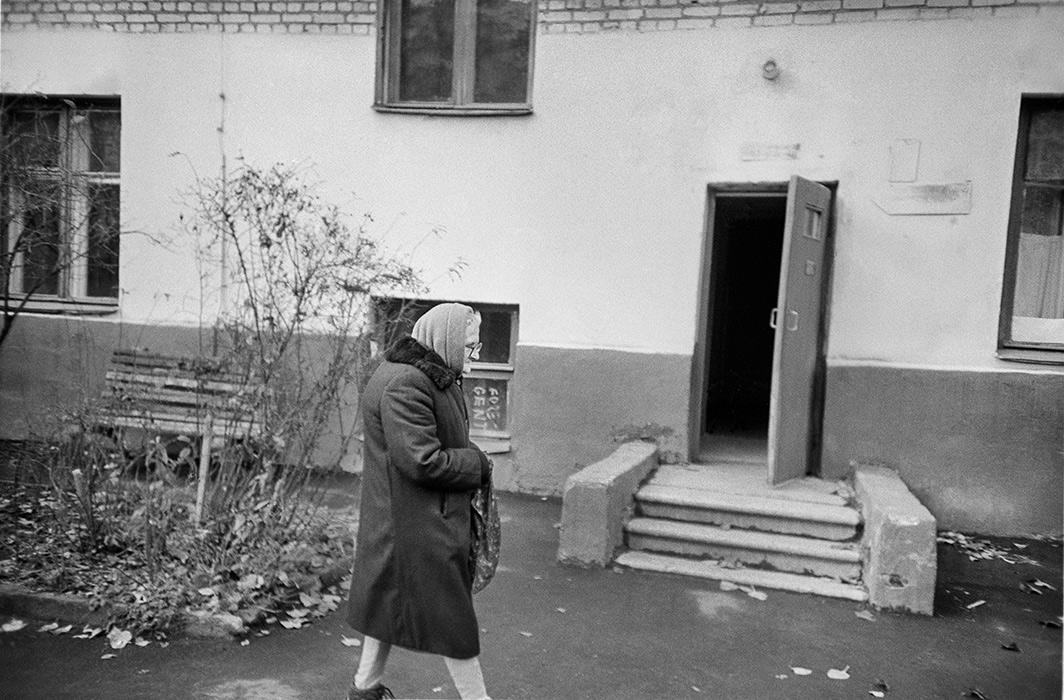 Минск. Во дворе дома по ул.Мясникова. 1983год