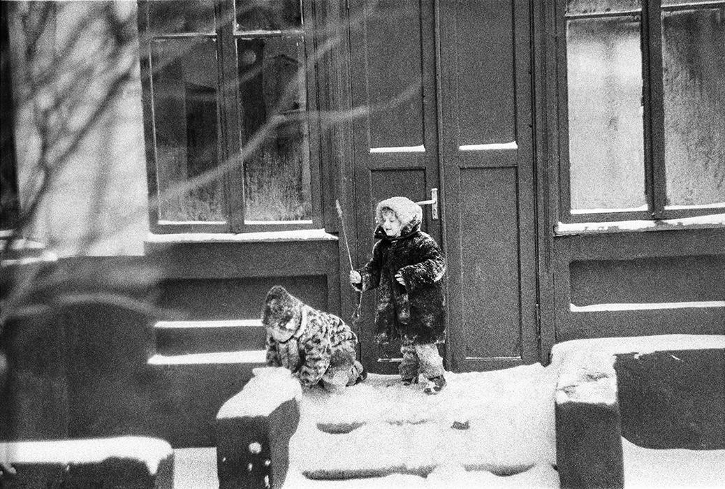 Минск. Во дворе дома по ул.Мяскикова. 1984год
