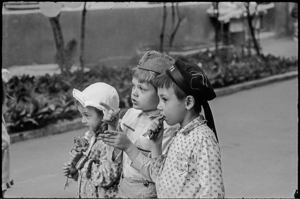 Во дворе.  Минск. ориент. 1986г.