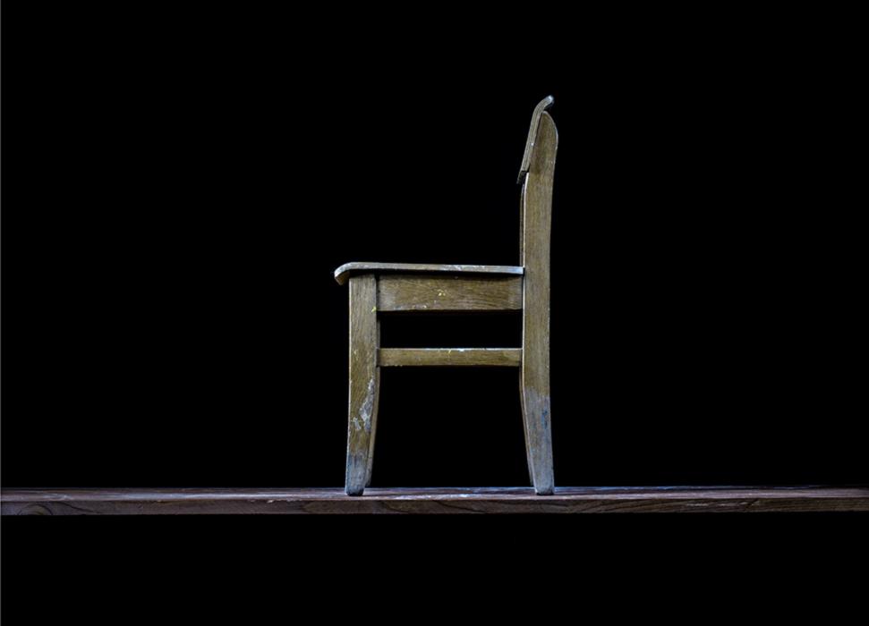 Детский стул.На этом стульчике сидели мои дети. К нему еще подходил такой же маленький стол. Потом дети выросли и пересели на нормальные