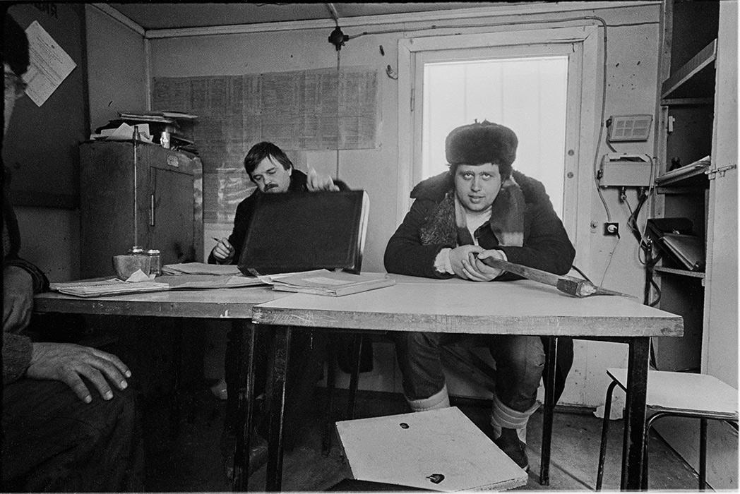 В прорабской.Строители автодороги Москва- Минск- Брест,1986 год?