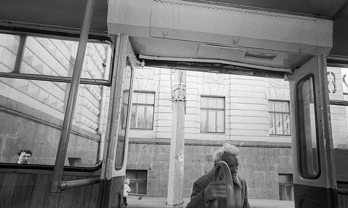 Остановка троллейбуса. Минск. 1987г.