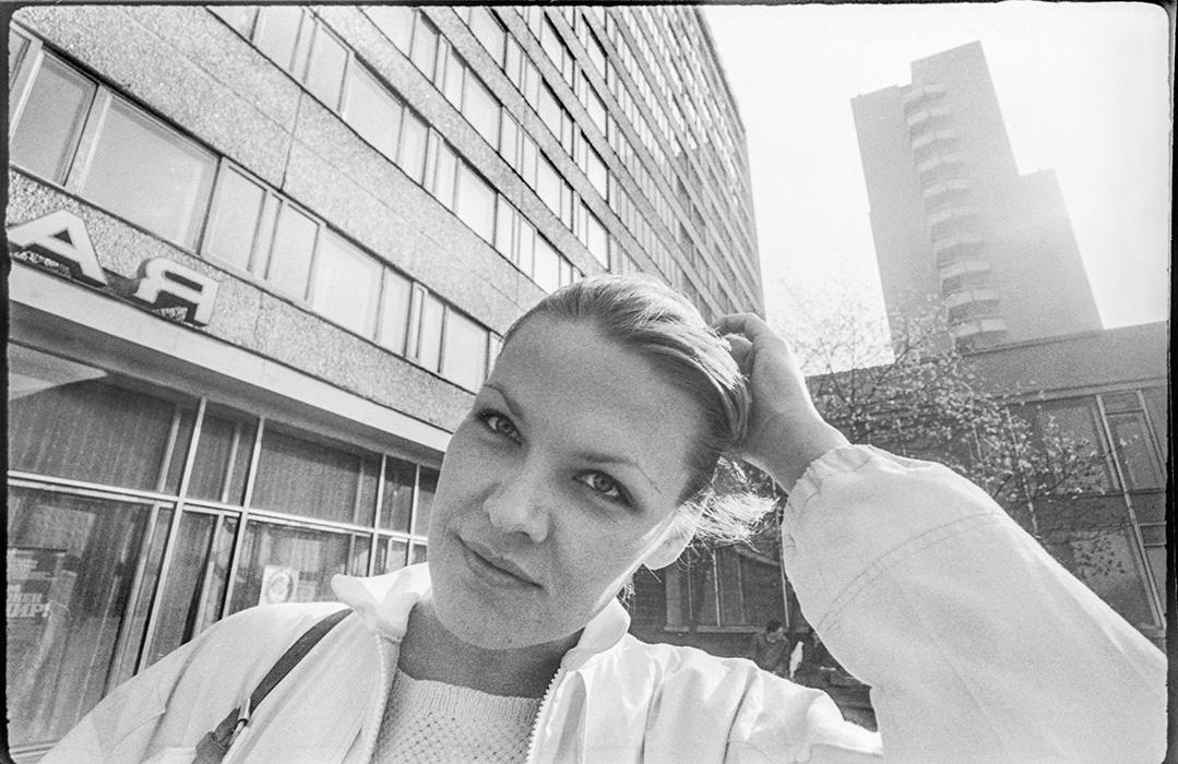 Портрет у гостиницы Юбилейной на пр-те Машерова. Минск, 1987 г.