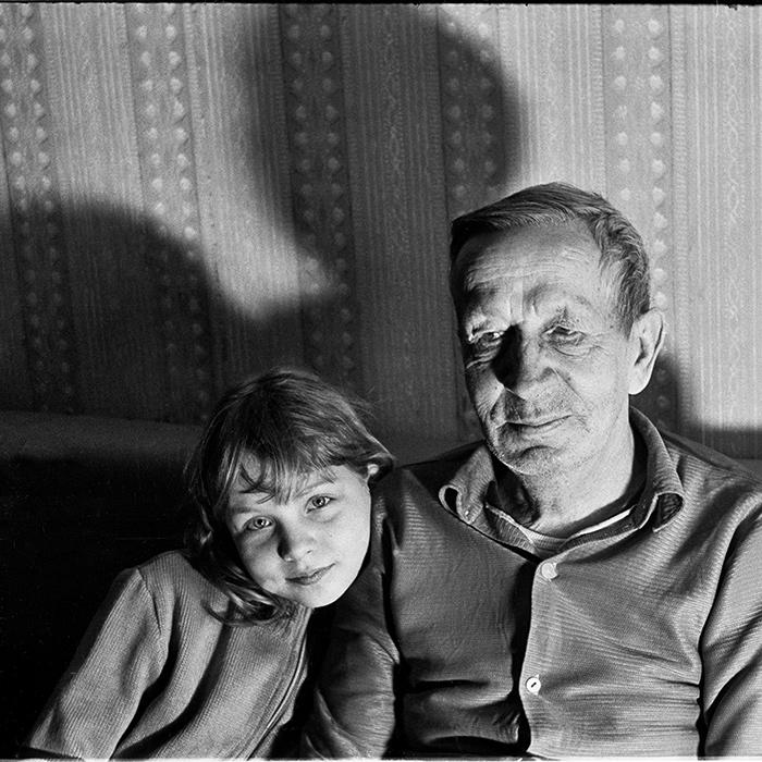 Внучка с дедом. Минск. 1983г.