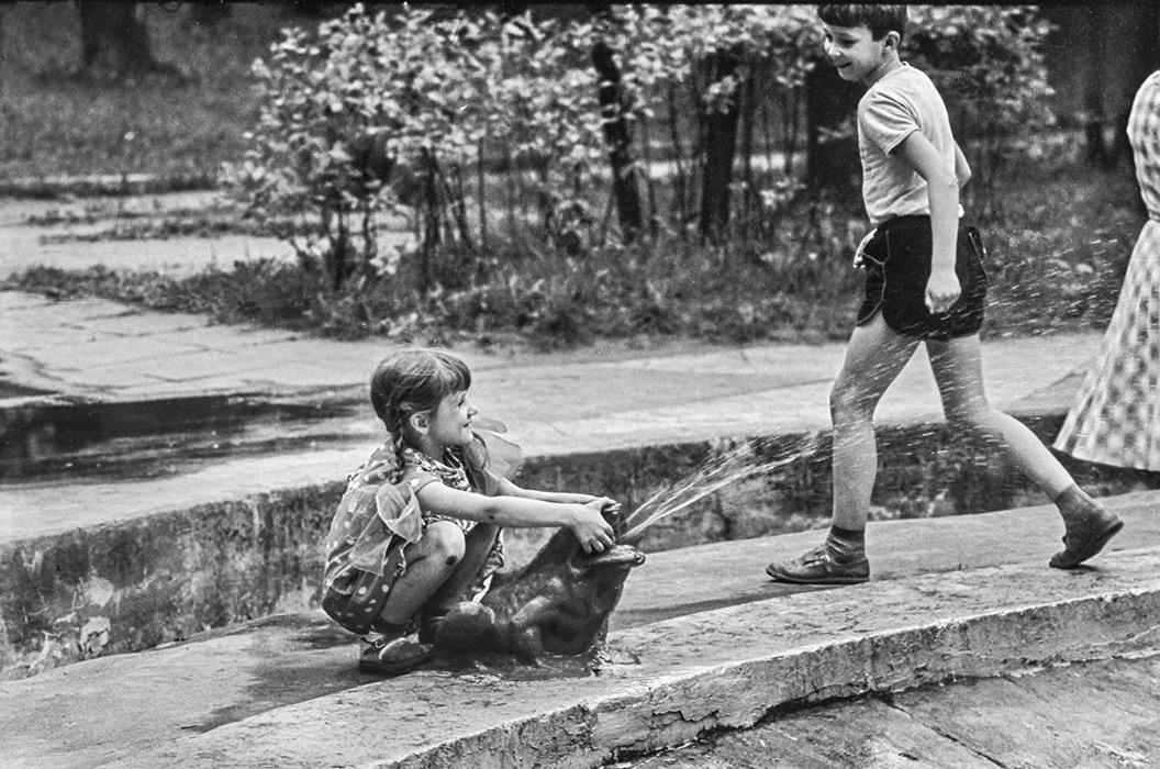 У фонтана в парке Горького, Минск, 1986 год