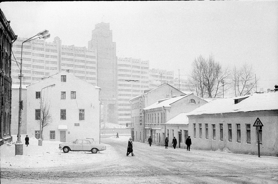 Пересечение улиц Комсомольская, Немига, Революционная. Минск, начало 80-х
