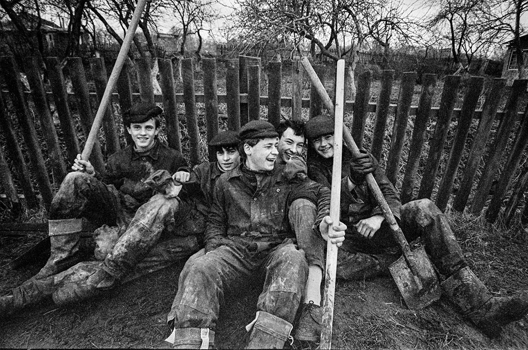 Студенты на практике. Минский р-н, 1985 год