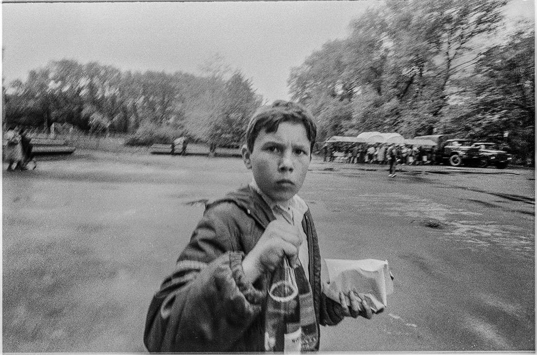 Мальчик с напитком. Минск, 1986 год