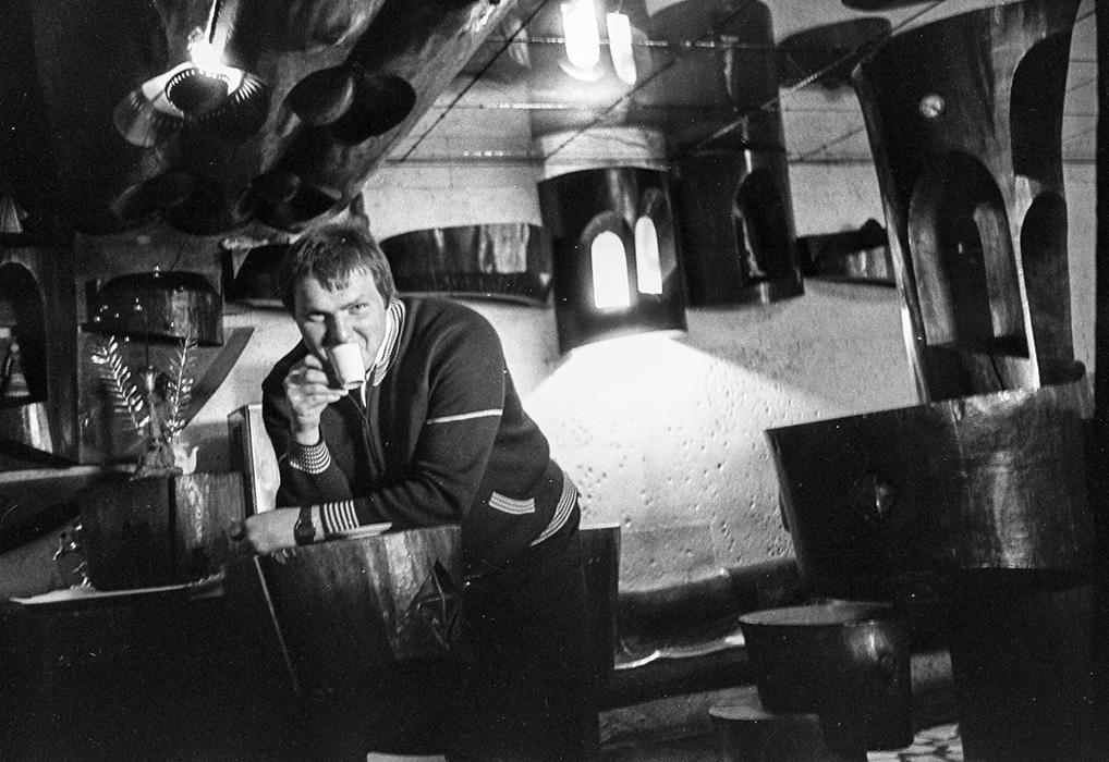 В баре г-цы Юность, Минский р-н, середина 80-х