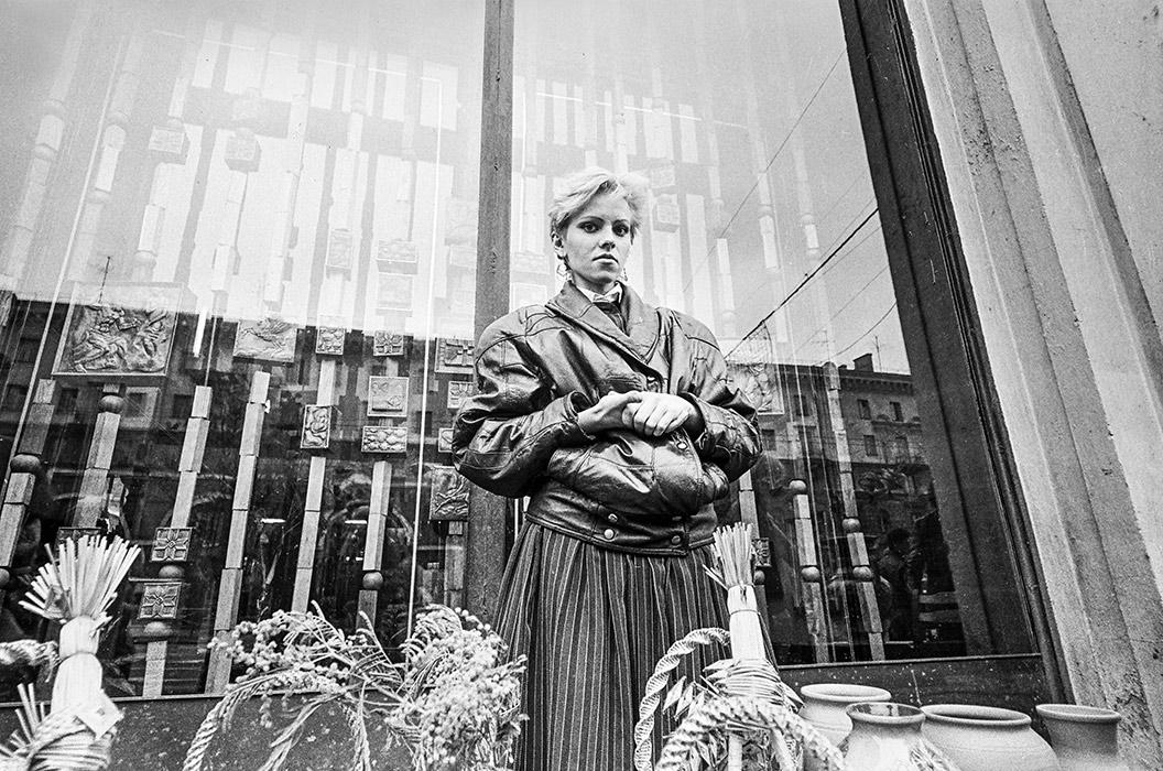 Продавец. Ленинский пр-кт, худ. салон, 1986 год