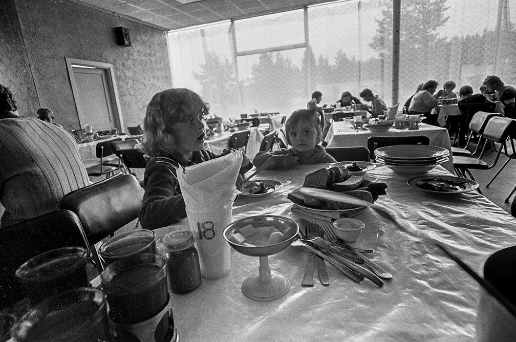 В столовой турбазы. Минский р-н, 1987 год