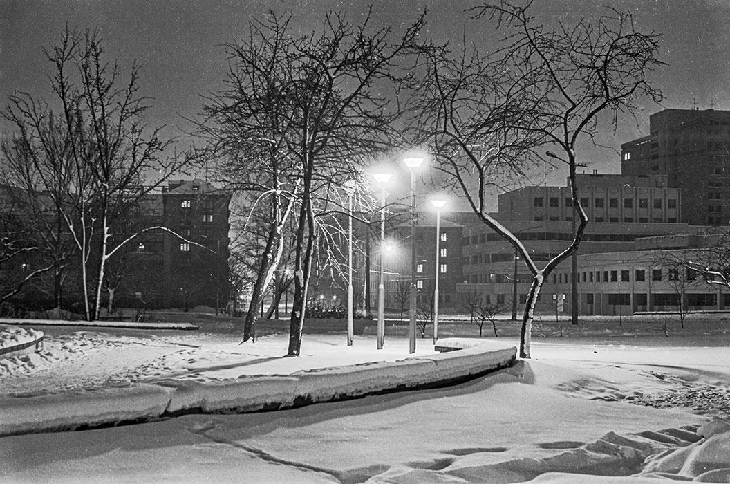 Ночь. Ул. Мясникова. Минск. Середина 80-х