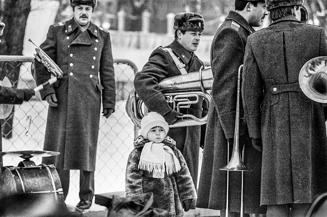 В парке Горького проводы зимы. Середина 80-х
