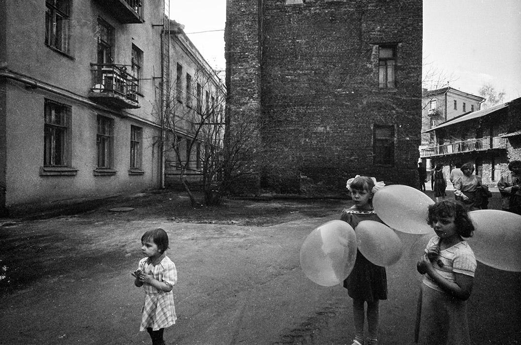 Во дворе дома на пл.Мясникова. Минск, 1987 год