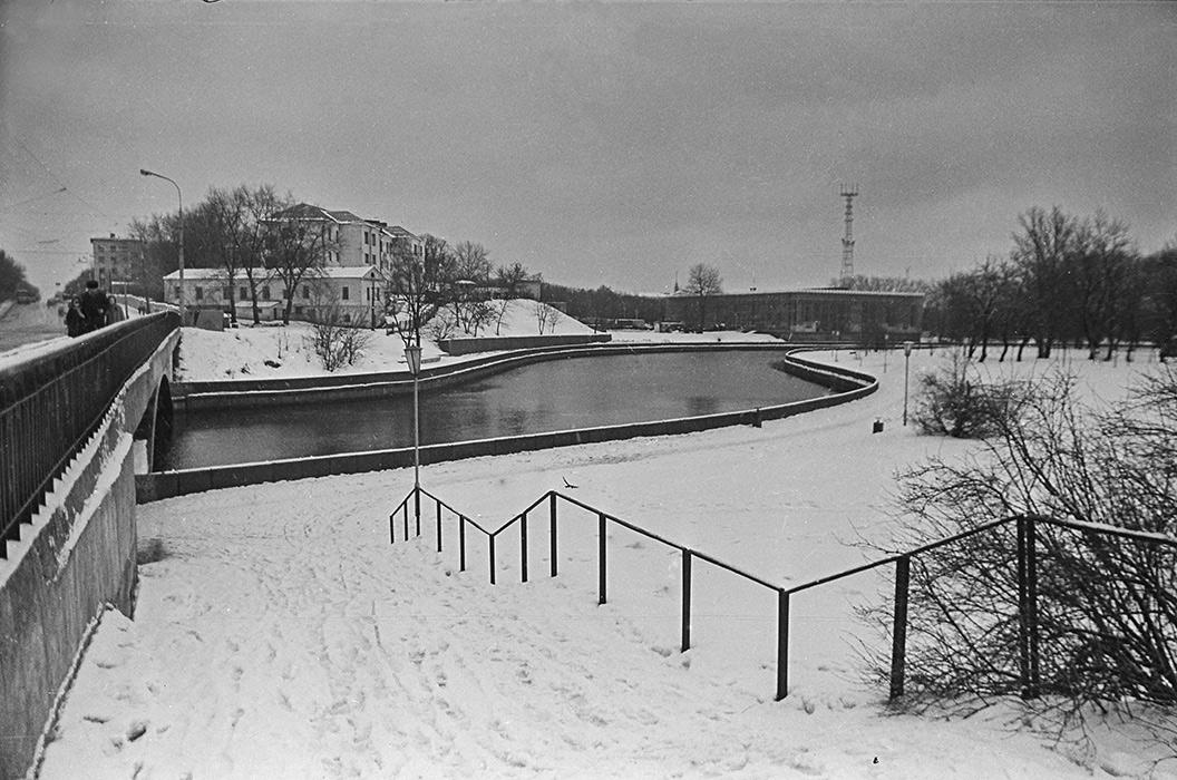 р.Свислочь, вид на 2-ю городскую больницу, Минск, конец 80-х