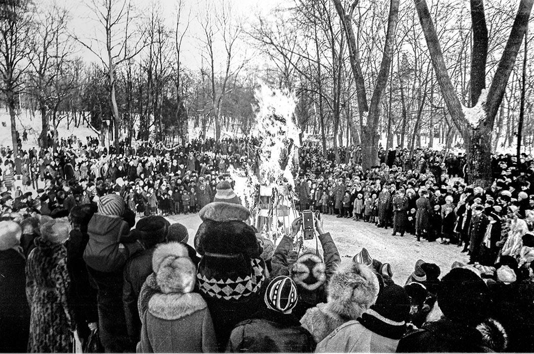 Парк Горького, проводы зимы, Минск, середина 80-х