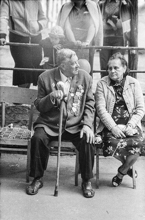 День Победы во дворе дома 34 по ул Мясникова, Минск, середина 80-х