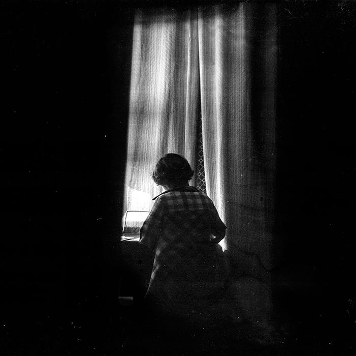 Силуэт в окне. Минск, конец 80-х