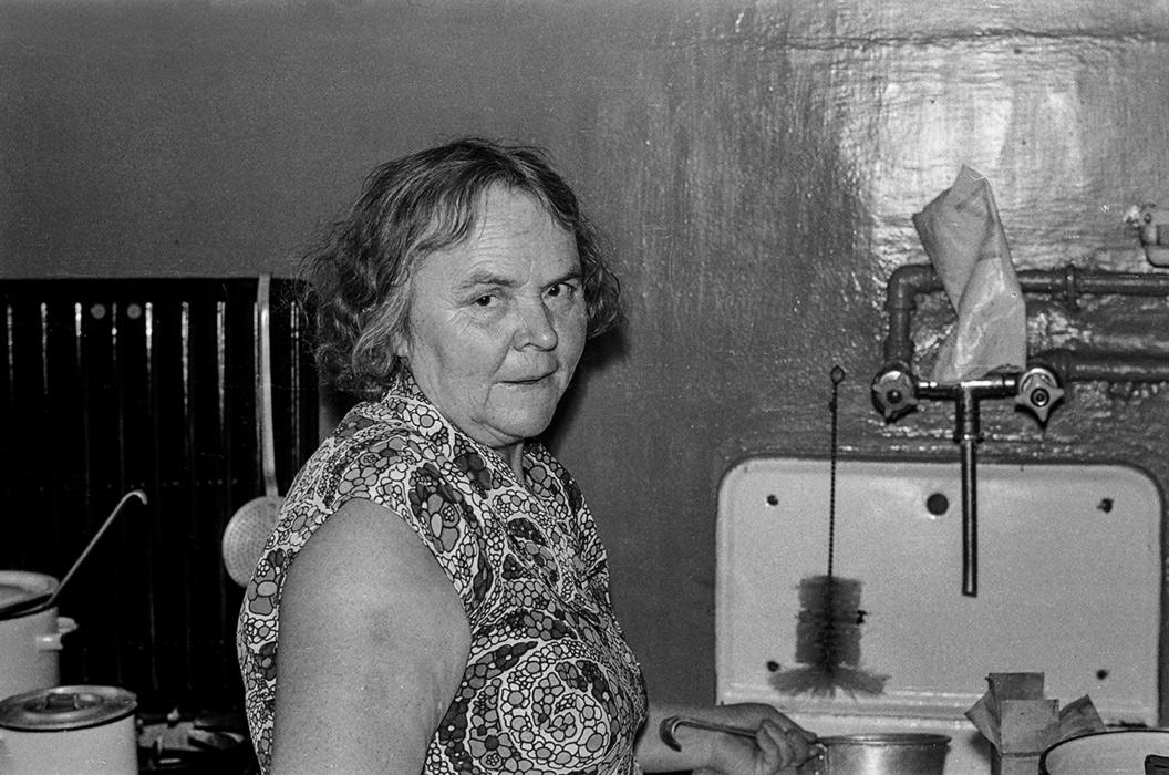 На кухне. Портрет Ольги Назаровы Фурс, Минск, 1979 год