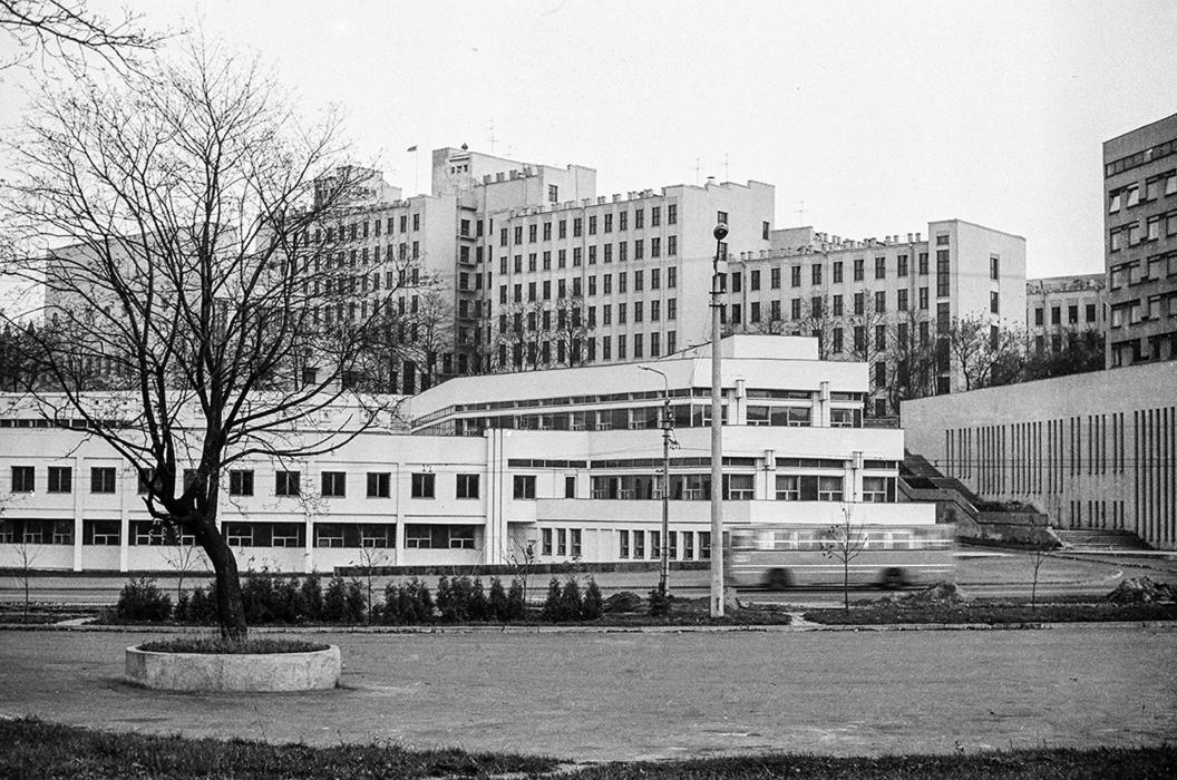 ул.Мясникова, Дом Правительства, середина 80-х
